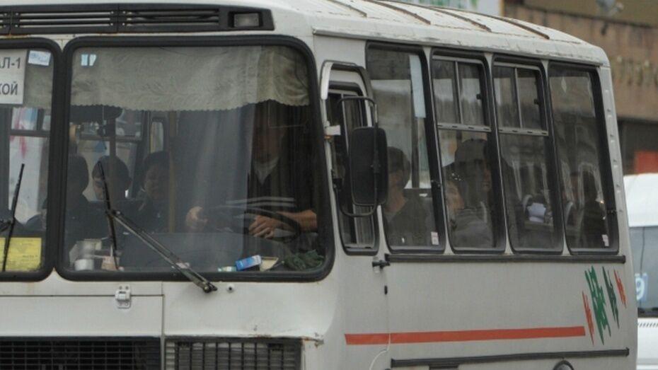 Жительницу Воронежа госпитализировали после падения из маршрутки