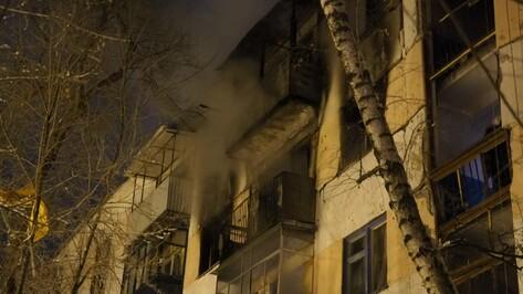 На пожаре в воронежской многоэтажке пострадали пять человек