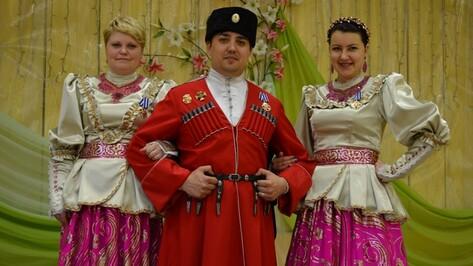 Семилукские артисты получили казачьи наградные кресты