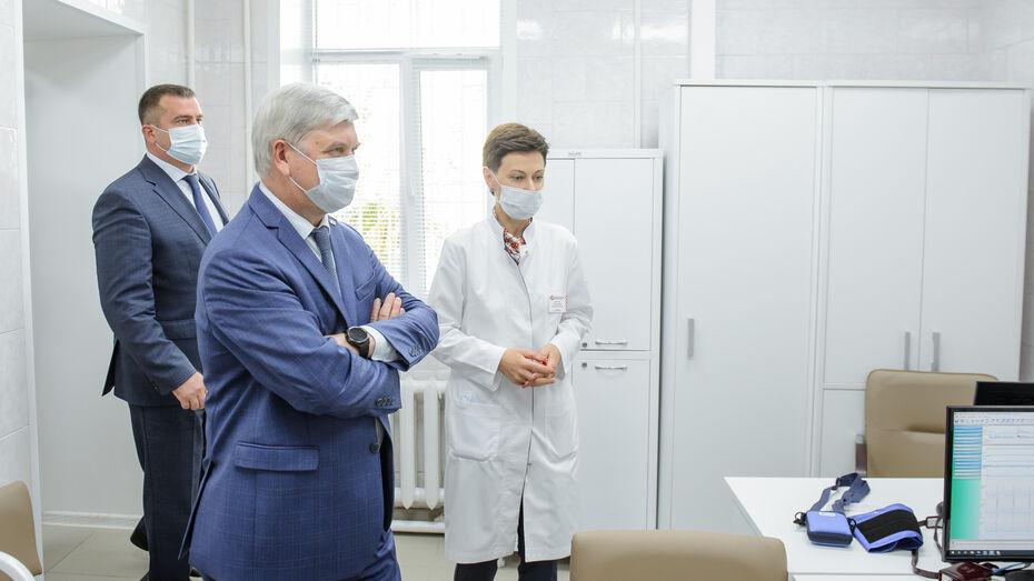 Александр Гусев открыл первый в Воронежской области центр диагностики ковидных осложнений