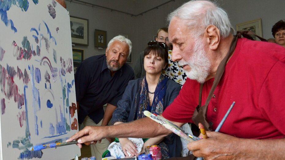 В Лискинском музее новый сезон открыли выставкой известного художника Олега Савостюка