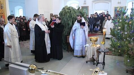 Митрополит Воронежский и Лискинский Сергий освятил накупольный крест восстанавливающегося Богоявленского храма