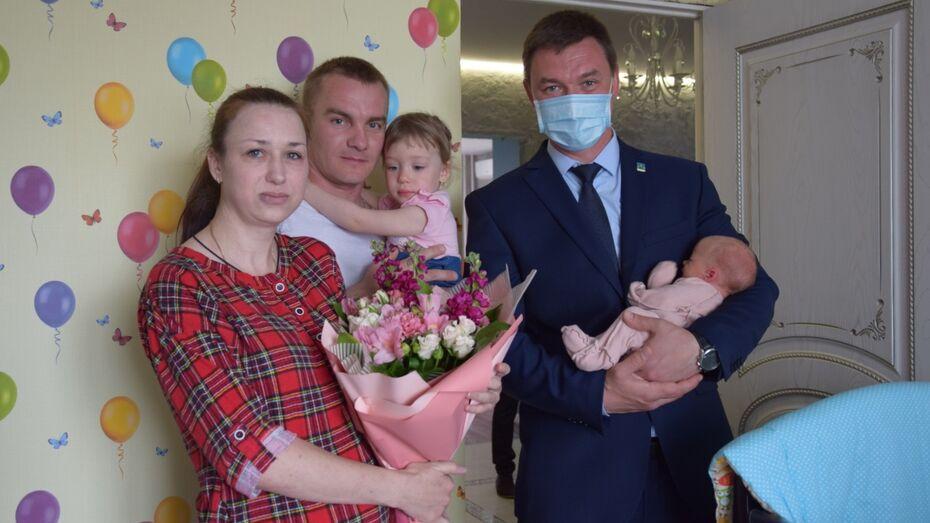 У семьи под Воронежем одновременно родились четверо малышей
