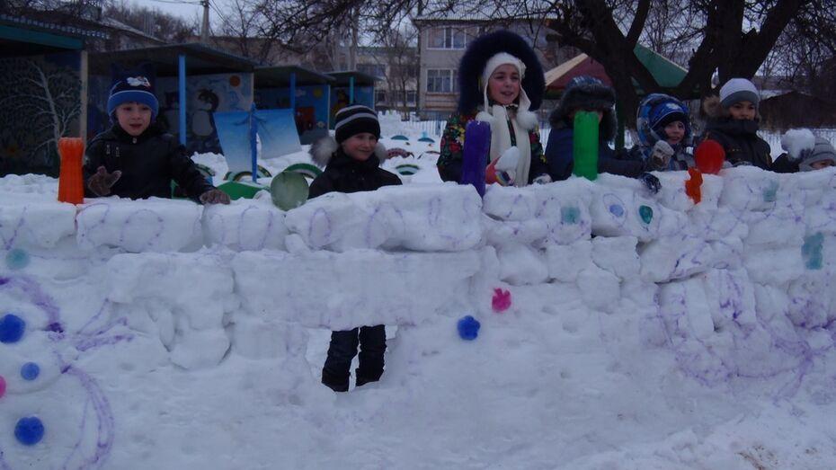 В верхнемамонском детском саду появились снежные крепости