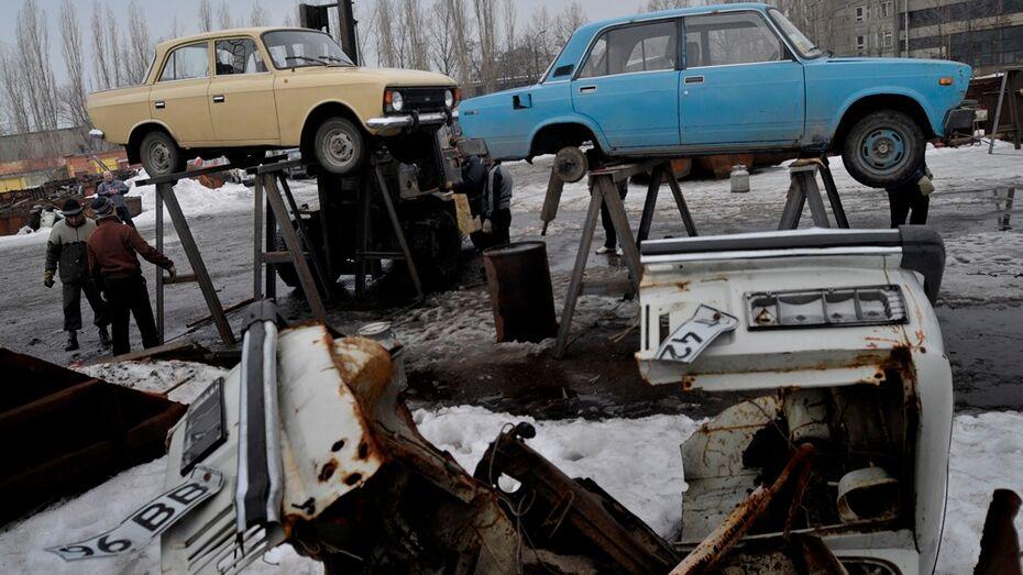 В Воронеже двое угонщиков разобрали на запчасти 4 автомобиля