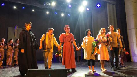 Премьера «Нотр-Дам де Пари» с непрофессиональными актерами собрала полный зал
