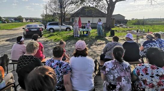 В павловском селе Николаевка погорельцы отпраздновали новоселье