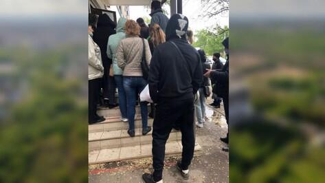 В воронежском МФЦ объяснили причину скопления людей у отделения на Ростовской