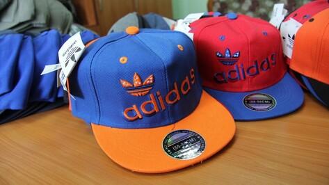Воронежские таможенники нашли 800 контрафактных бейсболок на рынке