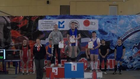Верхнемамонец стал победителем чемпионата по пауэрлифтингу в Москве