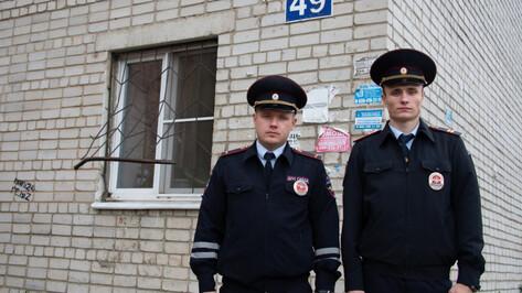 Воронежские полицейские спасли из огня бабушку с 2 малолетними внучками