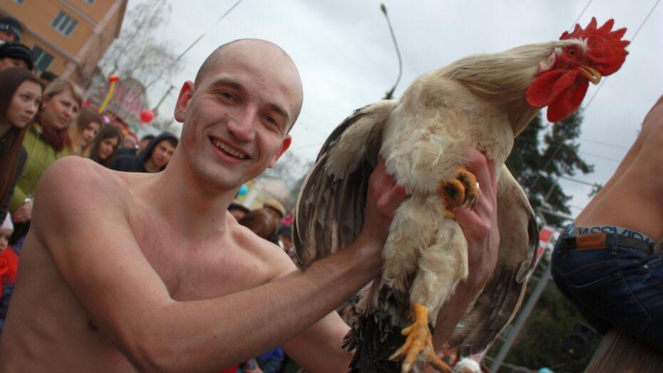Житель Ольховатки накопил коллекцию «масленичных» призов