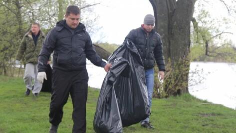 Спасатели собрали более 200 мешков мусора с берега реки Воронеж
