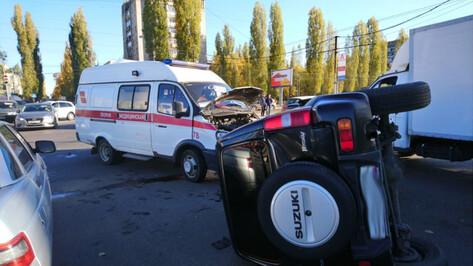 В Воронеже водитель «скорой» пострадал при столкновении с Suzuki