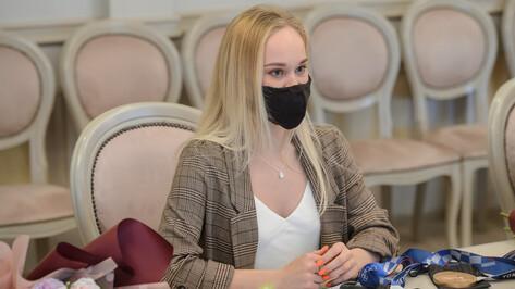 Губернатор Воронежской области вручил олимпийской чемпионке сертификат на 1,4 млн рублей