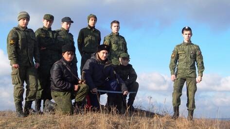 Юные казаки из Семилукского района  помогли хохольцам обустроить родник