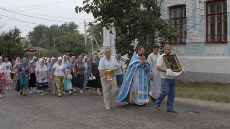 Калачеевцы отметили праздник Успения Богоматери крестным ходом и совместной трапезой