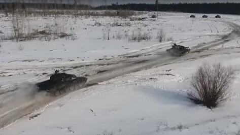 Минобороны опубликовало видео отработки новой тактики танкистов под Воронежем