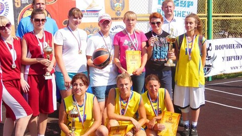 Команда из Бутурлиновки завоевала золото на отборочном турнире Всероссийских соревнований по стритболу