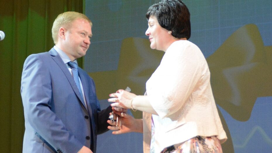Депутат Воронежской облдумы подарил квартиру россошанским медикам