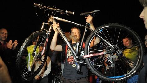 «Губернаторский» велосипед на Велоночи выиграл фотограф из Воронежа