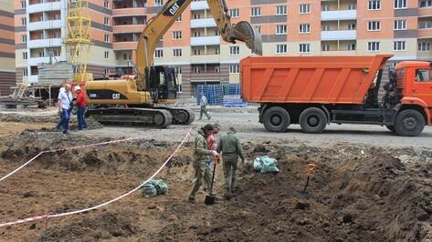 Воронежские строители нашли останки 12 солдат возле Памятника Славы