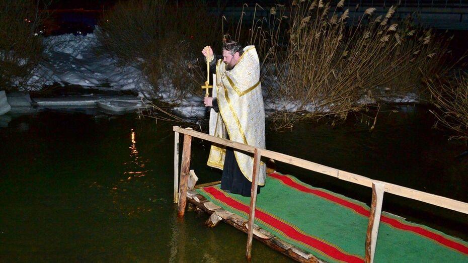 В Грибановском районе в крещенские купели окунулись около 500 человек