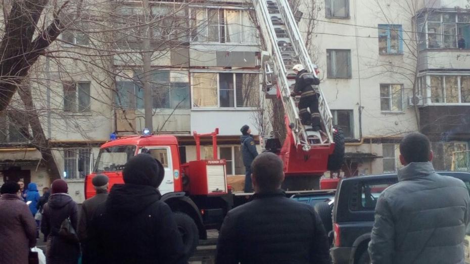 Спасатели сняли 84-летнего воронежца с балконных перил на пятом этаже дома