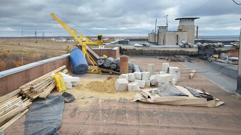 Текущая ситуация. Многоэтажка в воронежском Богучаре может остаться без обещанной крыши накануне зимы