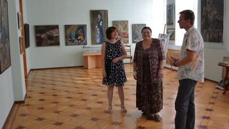 В Острогожске открылась выставка воронежского художника