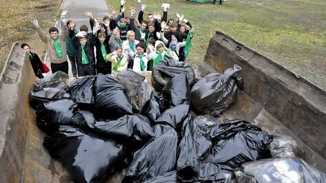 Более 2 тысяч кубометров мусора вывезли с улиц Воронежа во время субботника
