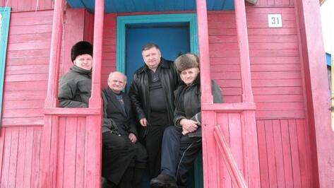 Поворинская семья Максиных работает на железной дороге в общей сложности 221 год