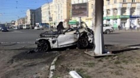 Врачи продолжают бороться за жизнь девушки, обгоревшей в ДТП в центре Воронежа