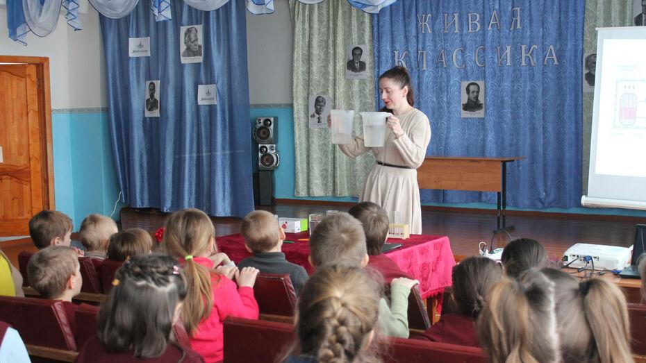 Благотворительный фонд «Агроэко» провел экологические уроки в верхнемамонских школах
