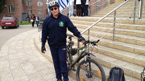 После велопробега ректор ВГУ Дмитрий Ендовицкий пообещал к весне установить велопарковки в студгородке на памятнике Славы