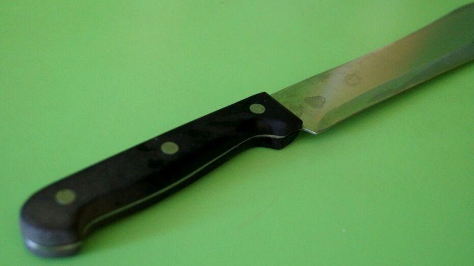 В Воронежской области женщина ударила парня ножом в спину за побои