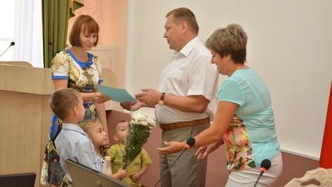 Десять молодых семей из Острогожского района получили средства на жилье