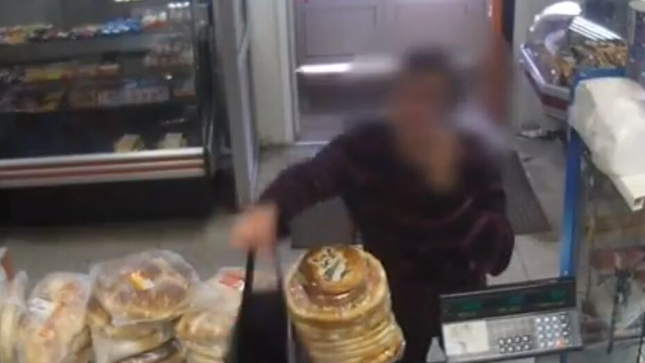 Ограбление воронежского магазина попало на видео