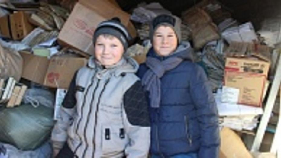 Хохольский школьник в одиночку собрал более тонны макулатуры