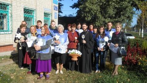 Жители Подгоренского района получат белые цветы