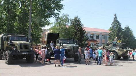 В Петропавловке впервые в параде Победы поучаствовала военная техника