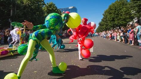 В Воронеже начался парад уличных театров