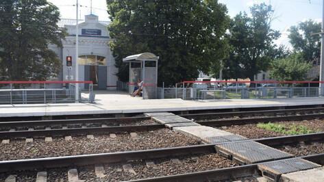 Из-за сошедшего с рельсов локомотива в Воронежской области остановили 15 поездов