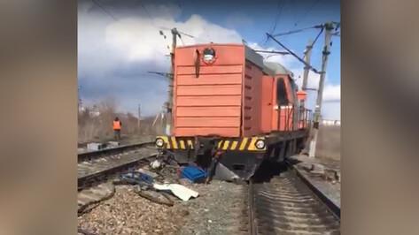 Появилось видео сошедшего с рельсов поезда в Воронежской области