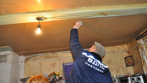 В домах неблагополучных семей Павловского района установили противопожарные датчики