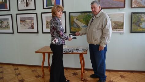 Острогожский художник передал Историко-художественному музею более 100 рисунков