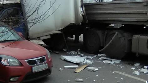 В Воронеже 3 машины в ДТП заблокировали улицу Грамши