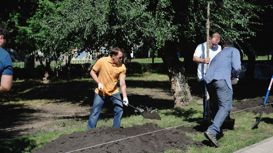 В Воронежском зоопарке у вольеров с хищниками посадили деревья