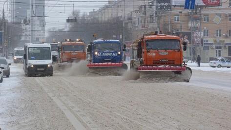 К уборке дорог Воронежа в праздничные дни привлекли до 120 машин в смену