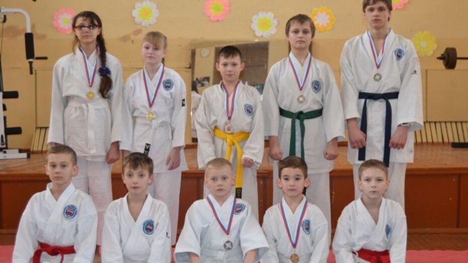 Верхнехавские каратисты завоевали восемь медалей на областном турнире